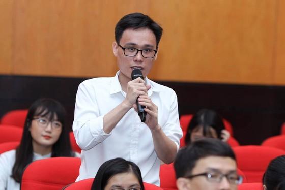 Trao 56 suất học bổng Nguyễn Văn Hưởng cho sinh viên ngành y ảnh 7