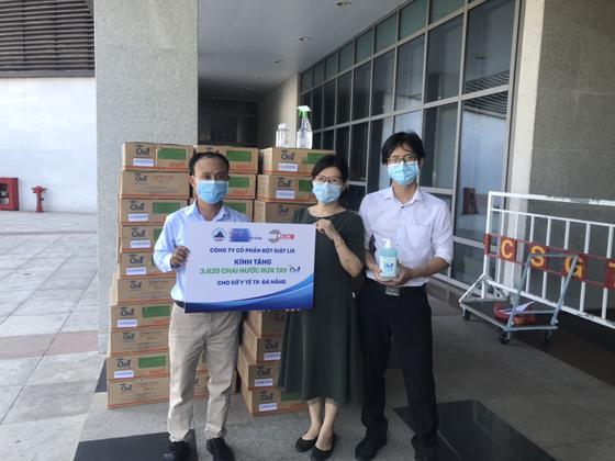 Đồng hành phòng chống dịch Covid19: On1 trao tặng hơn 2000 lít dung dịch rửa tay các loại đến Đà Nẵng, Quảng Nam và Quảng Ngãi ảnh 2