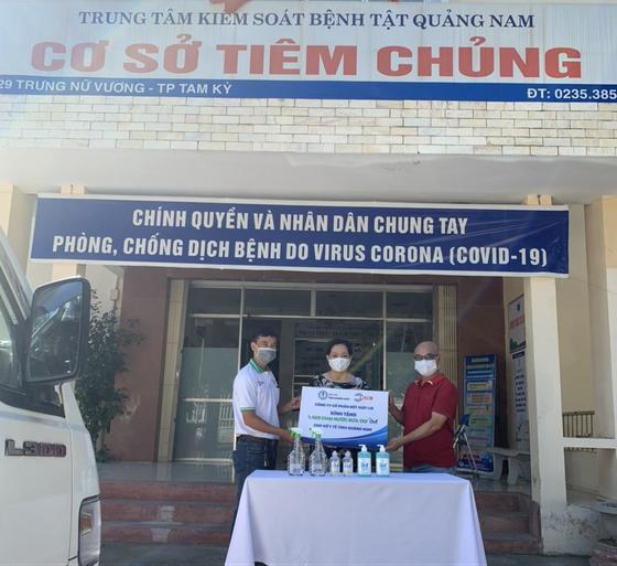 Đồng hành phòng chống dịch Covid19: On1 trao tặng hơn 2000 lít dung dịch rửa tay các loại đến Đà Nẵng, Quảng Nam và Quảng Ngãi ảnh 3