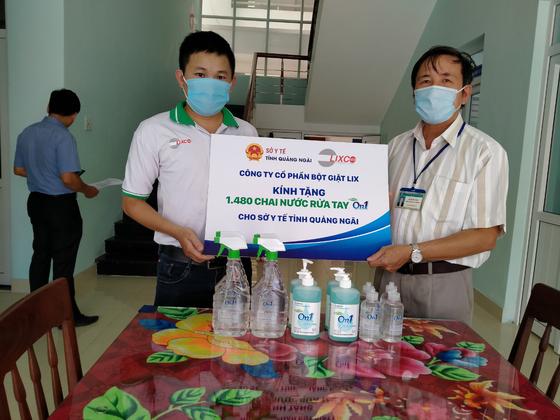 Đồng hành phòng chống dịch Covid19: On1 trao tặng hơn 2000 lít dung dịch rửa tay các loại đến Đà Nẵng, Quảng Nam và Quảng Ngãi ảnh 4