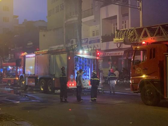 Cháy nhà kho trong hẻm ở trung tâm TPHCM ảnh 14