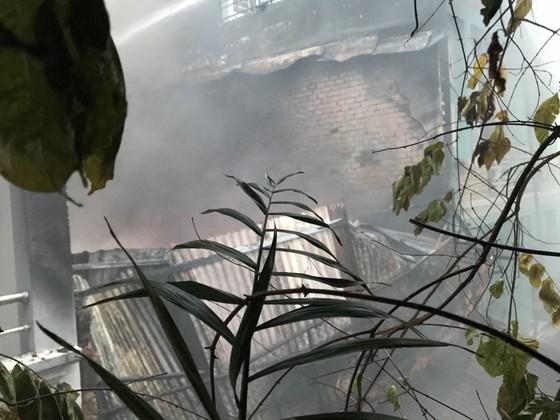 Cháy nhà kho trong hẻm ở trung tâm TPHCM ảnh 5