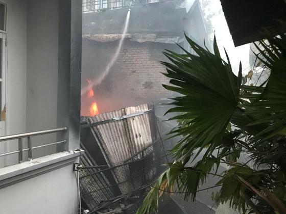 Cháy nhà kho trong hẻm ở trung tâm TPHCM ảnh 6