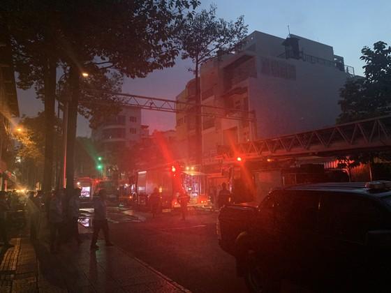 Cháy nhà kho trong hẻm ở trung tâm TPHCM ảnh 15