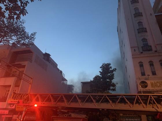 Cháy nhà kho trong hẻm ở trung tâm TPHCM ảnh 16