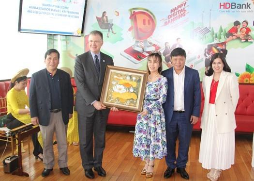 Đại sứ Hoa Kỳ thăm và làm việc với HDBank, Vietjet ảnh 4
