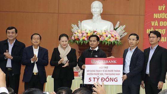 Agribank ủng hộ 5 tỷ đồng khắc phục hậu quả lũ lụt tại huyện Phước Sơn, tỉnh Quảng Nam ảnh 1