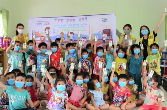 CapitaLand trao tặng hơn 64,000 ly sữa cho trẻ mầm non và tiểu học ảnh 2