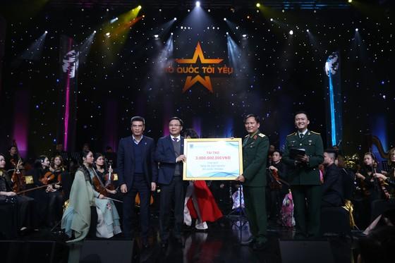 """PVN-PV GAS ủng hộ 3 tỷ đồng cho """"Quỹ đền ơn đáp nghĩa"""" của Bộ Quốc phòng tại Live concert 'Tổ quốc tôi yêu' ảnh 2"""