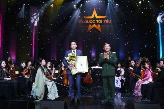 """PVN-PV GAS ủng hộ 3 tỷ đồng cho """"Quỹ đền ơn đáp nghĩa"""" của Bộ Quốc phòng tại Live concert 'Tổ quốc tôi yêu' ảnh 3"""