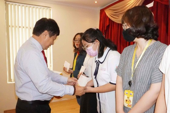Tặng 50 học bổng cho học sinh ở quận 3 ảnh 2
