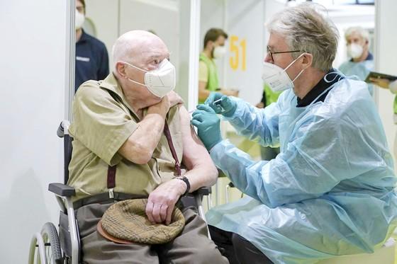 Tích trữ vaccine sẽ khiến dịch Covid-19 kéo dài ảnh 1