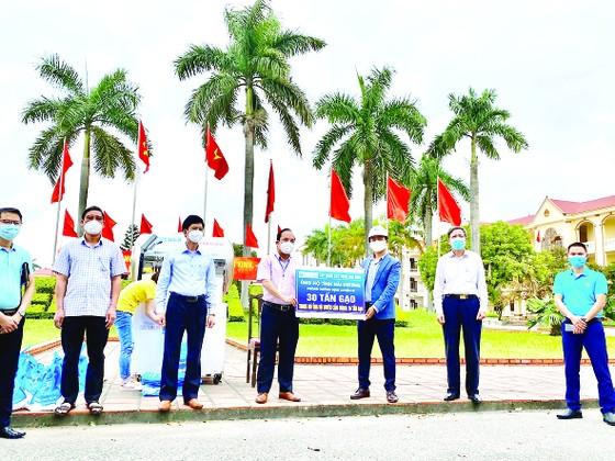 Hòa Bình ủng hộ 30 tấn gạo, chung tay xây dựng cây ATM gạo giúp đỡ đồng bào tại Hải Dương ảnh 1
