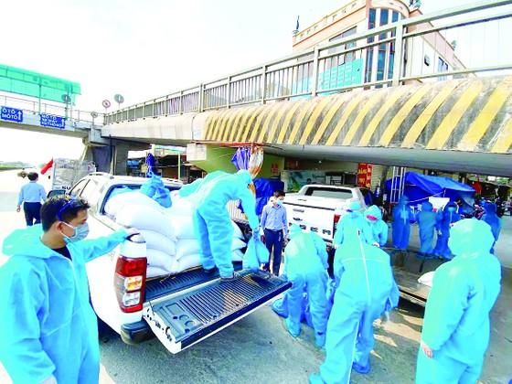 Hòa Bình ủng hộ 30 tấn gạo, chung tay xây dựng cây ATM gạo giúp đỡ đồng bào tại Hải Dương ảnh 2