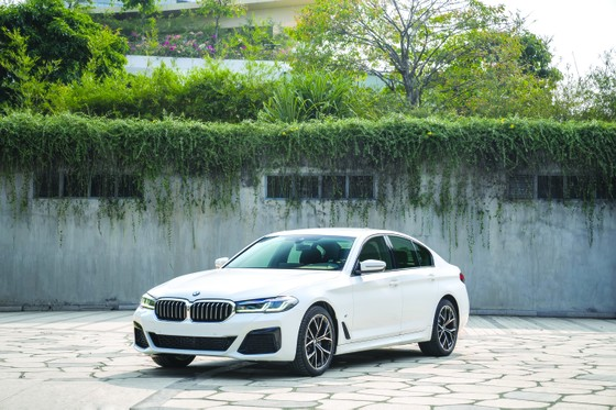 BMW 5 Series mới chính thức ra mắt tại Việt Nam: Thay đổi để dẫn đầu  ảnh 1