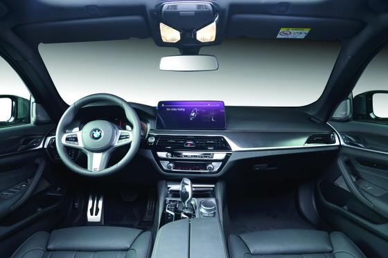 BMW 5 Series mới chính thức ra mắt tại Việt Nam: Thay đổi để dẫn đầu  ảnh 2