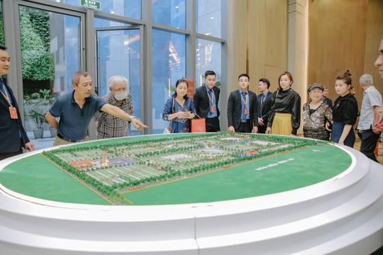 MC Kỳ Duyên tham dự sự kiện tri ân khách hàng của Hoa viên Bình An ảnh 1