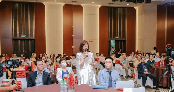 MC Kỳ Duyên tham dự sự kiện tri ân khách hàng của Hoa viên Bình An ảnh 2