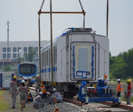 Đoàn tàu thứ 2 lên đường ray Metro số 1 ảnh 1