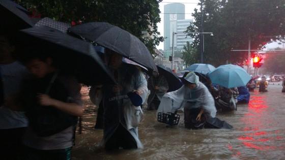 Trung Quốc nâng cảnh báo lũ lụt lên gần mức cao nhất ảnh 1