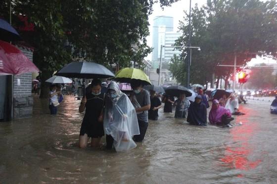 Trung Quốc nâng cảnh báo lũ lụt lên gần mức cao nhất ảnh 2