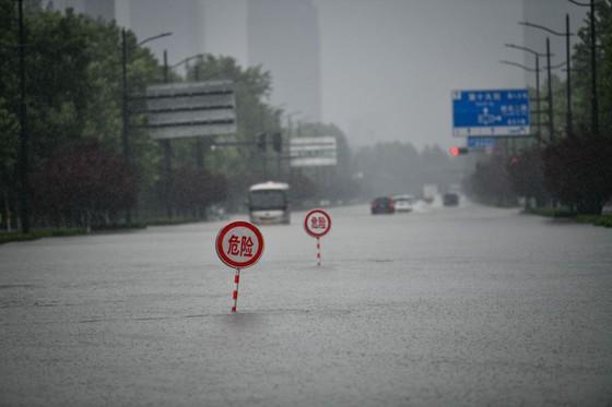 Trung Quốc nâng cảnh báo lũ lụt lên gần mức cao nhất ảnh 5