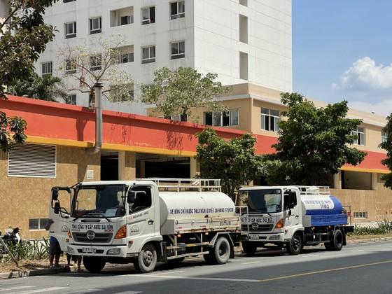 Nỗ lực cấp nước sạch đến khu cách ly, bệnh viện dã chiến ảnh 2