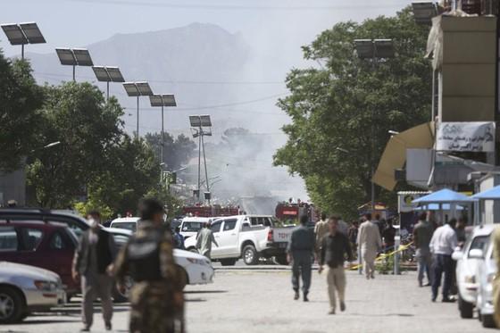 Đánh bom rung chuyển khu vực ngoại giao ở thủ đô Afghanistan ảnh 2