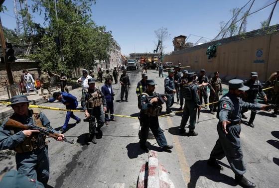 Đánh bom rung chuyển khu vực ngoại giao ở thủ đô Afghanistan ảnh 4