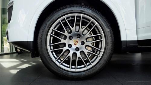 Porsche Cayenne phiên bản đặc biệt giá 5,3 tỉ đồng tại Việt Nam - ảnh 2