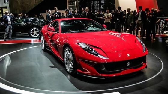 """Siêu xe Ferrari 812 Superfast """"ngấp nghé"""" ra mắt tại Đông Nam Á"""