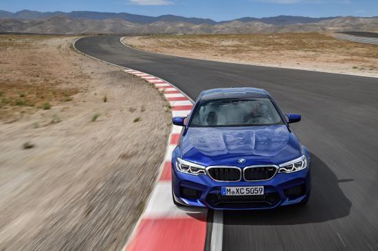 BMW trình làng sedan hiệu suất cao M5 2018 ảnh 22