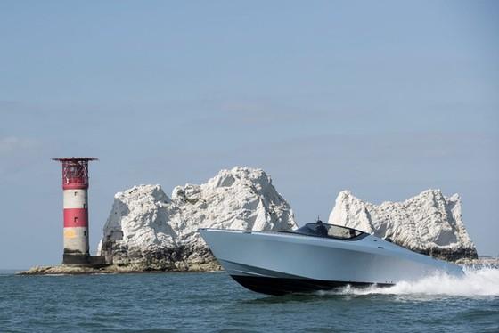 Du thuyền thể thao Aston Martin AM37 đầu tiên đã có chủ - Ảnh 3.