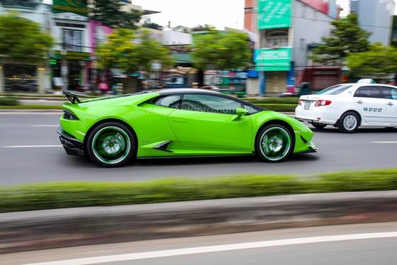 Lamborghini Huracan của bạn trai cũ nữ hoàng nội y Ngọc Trinh được độ khủng - Ảnh 2.