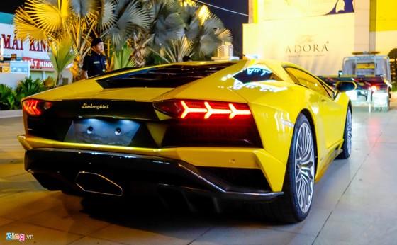 Lamborghini Aventador S hon 40 ty lan dau xuong pho Sai Gon hinh anh 3