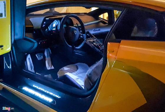 Lamborghini Aventador S hon 40 ty lan dau xuong pho Sai Gon hinh anh 7