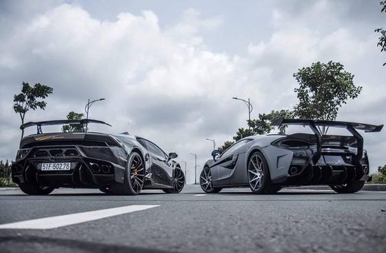 Vẻ đẹp cặp đôi siêu xe độ khủng của tay chơi quận 5 trên phố Sài thành - Ảnh 1.