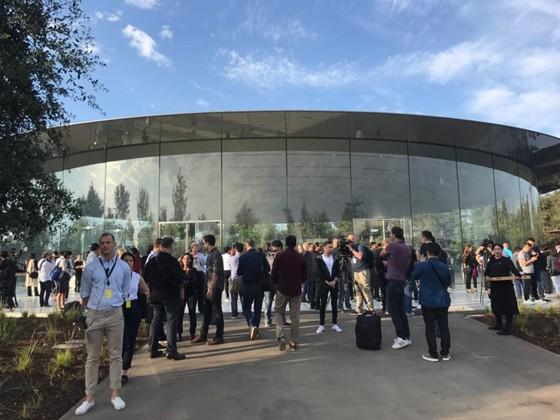 iPhone 8/8 Plus và iPhone X chính thức được ra mắt ảnh 128