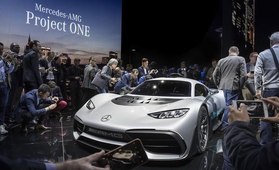 Vẻ đẹp xuất sắc của xe đua Công thức 1 đường phố Mercedes-AMG Project One ngoài đời thực - Ảnh 3.