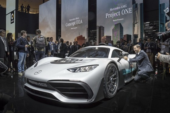 Vẻ đẹp xuất sắc của xe đua Công thức 1 đường phố Mercedes-AMG Project One ngoài đời thực - Ảnh 12.
