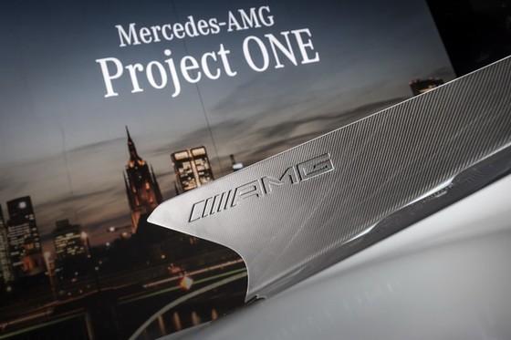 Vẻ đẹp xuất sắc của xe đua Công thức 1 đường phố Mercedes-AMG Project One ngoài đời thực - Ảnh 14.