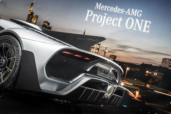 Vẻ đẹp xuất sắc của xe đua Công thức 1 đường phố Mercedes-AMG Project One ngoài đời thực - Ảnh 15.
