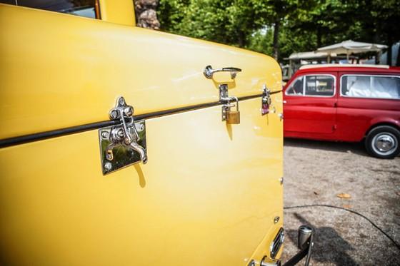 Làm quen với chiếc Rolls-Royce có một không hai được dùng làm xe đi săn của một Tiểu vương - Ảnh 2.