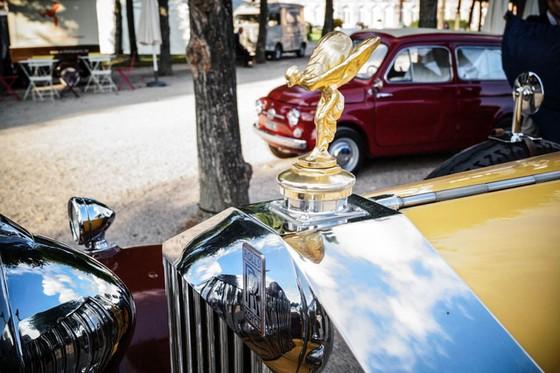 Làm quen với chiếc Rolls-Royce có một không hai được dùng làm xe đi săn của một Tiểu vương - Ảnh 6.