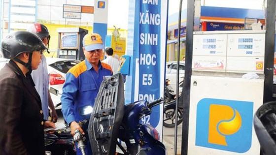 Giá xăng tăng 319 đồng/lít