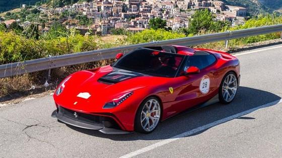 Bất ngờ bắt gặp siêu phẩm Ferrari F12 TRS thứ hai trên toàn thế giới - Ảnh 1.