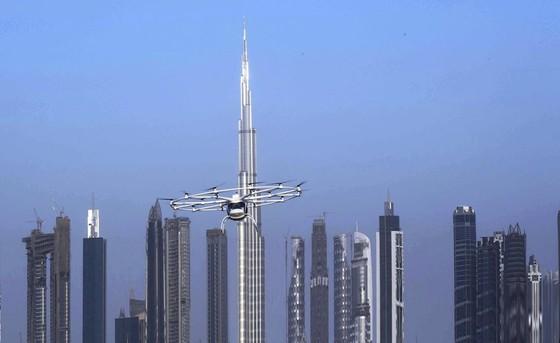 Taxi bay dau tien tren the gioi o Dubai hinh anh 3