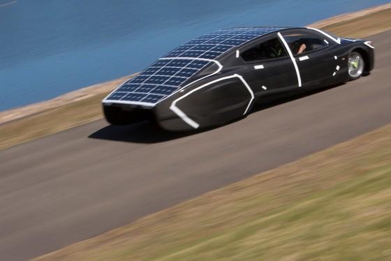 Xe doc Sunswift Violet khong dung xang, toc do 130 km/h hinh anh 6