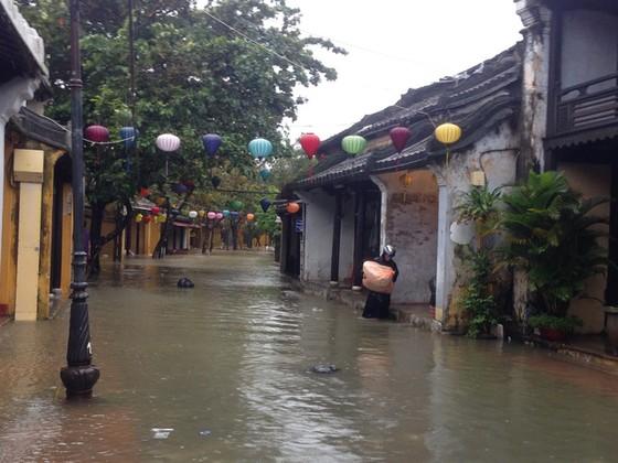 Hội An nín thở chờ nước lũ rút để xoay xở cho APEC - Ảnh 12.