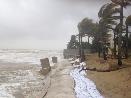 Hội An nín thở chờ nước lũ rút để xoay xở cho APEC - Ảnh 4.